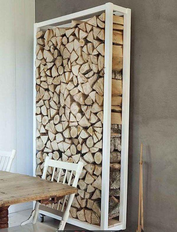 деревянный дровник на колесиках