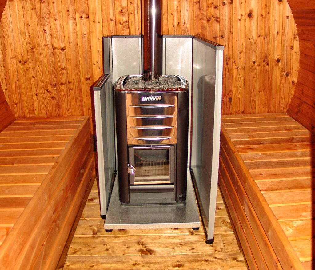 печь для бани на дровах с защитным кожухом