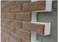 Кладка выполняется с применением цементного раствора