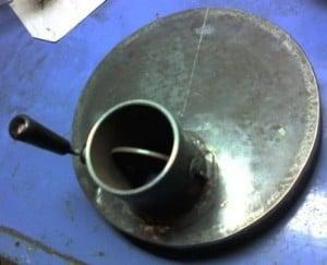 В вырезанном металле делаем поддувало