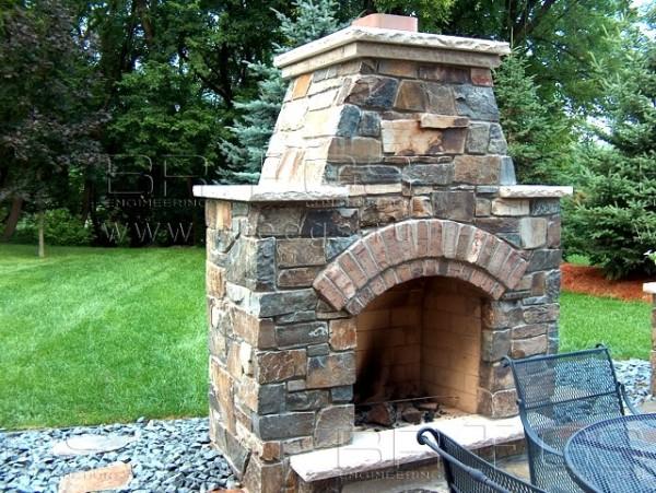 Пример выполнения уличного камина из камня
